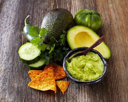Bowl of Guacamole, ingredients and tortilla chips - KSWF01831