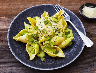 Conchiglioni Rigati with avocado sauce, peas and parmesan - KSWF01834