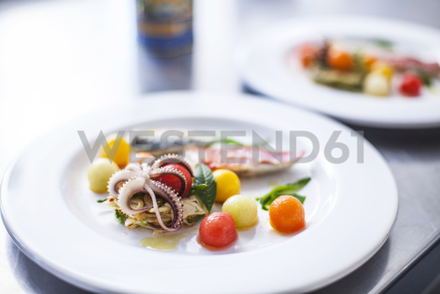 Dish with seafood and vegetables - KVF00137
