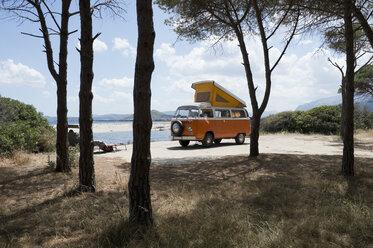 Italy, Sardinia, Posada, man on vacation with an old van - CRF02774