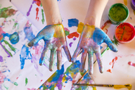 Girl playing with finger paint - SARF03621