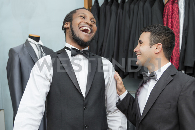 Tailor and laughing client in tailor shop - LFEF00120
