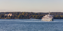 Germany, Baden-Wuerrtemberg, Lake Constance, Ueberlinger See, tourboat, Mainau Island with castle - WD04490