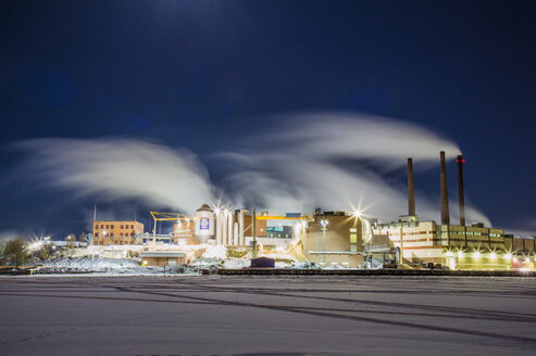 Smoke over paper mill at night - FOLF02139