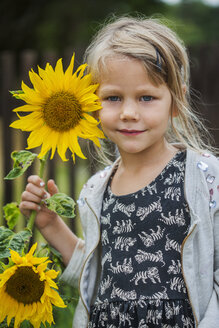 Portrait of girl with sunflower - FOLF02229