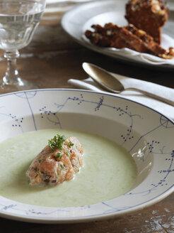 Asparagus soup with salmon tartare - FOLF02841