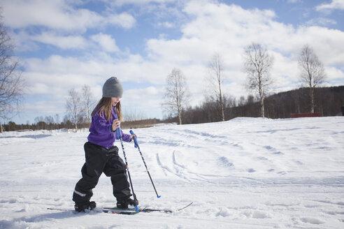 Girl skiing in winter - FOLF03165