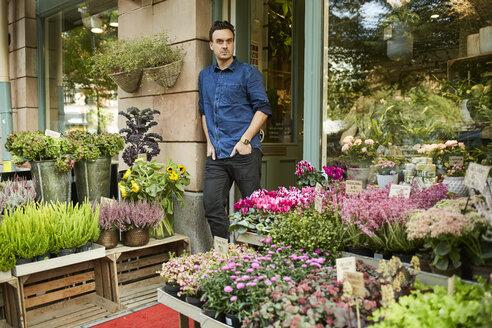 Florist standing in front of entrance of flower shop - FOLF03697