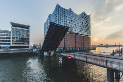 Germany, Hamburg, opened bridge Am Kaiserkai, Elbe Philharmonic Hall at sunset - KEBF00777