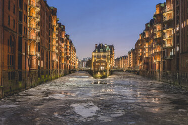 Germany, Hamburg, Speicherstadt, Water Castle, Elbe river and drift ice in winter - KEBF00792