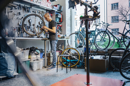 Small business owner of bicycle store - FOLF04591