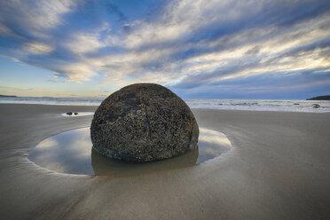 New Zealand, Otago coast, Moeraki Boulders on Koekohe Beach with dramatic sky - RUEF01850