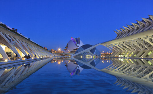 Spain, Valencia, Ciutat de les Arts i les Ciencies at blue hour - OLE00063