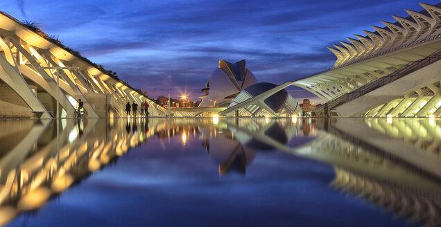 Spain, Valencia, Panoramic view of Ciudad de las Artes y de las Ciencias - OLE00069
