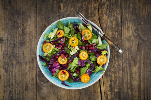 Mixed salad with kumquat, red cabbage and pomegranate seeds - LVF06836