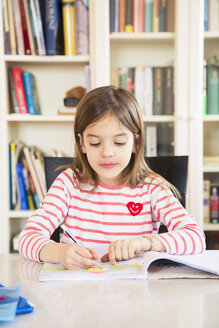 Portrait of little girl doing homework - LVF06842