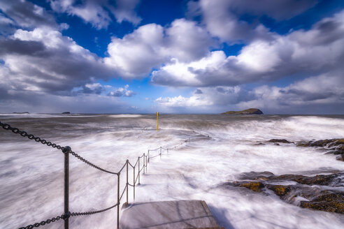 United Kingdom, Scotland, East Lothian, North Berwick, winter storm, waves crashing into the coast - SMAF01002