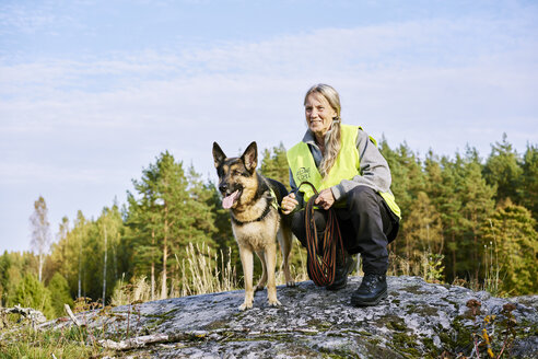 Portrait of volunteer with dog helping emergency services find missing people - FOLF06111