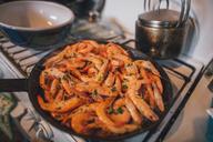 Shrimp in frying pan - GUSF00587
