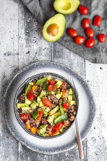 Quinoa salad with avocado, tomatoes and sugar peas - SARF03648