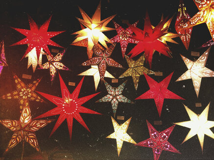 Germany, Cologne, Christmas Market, countless stars for sale - GWF05501