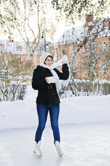 Young woman on ice rink - FOLF07351