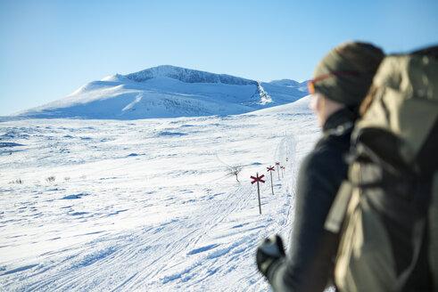 Tourist in winter landscape - FOLF07959