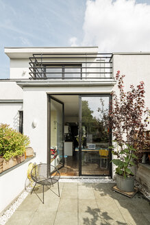 Germany, Cologne, modern house and balconies - PESF01028