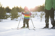 Father and daughter cross-country skiing - FOLF08889