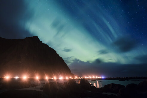 Norway, Lofoten Islands, Eggum, northern lights at the coast - WVF00931