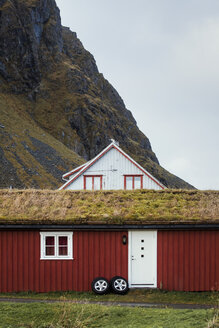 Norway, Lofoten Islands, Eggum, hut at the mountainside - WVF00937