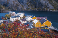 Norway, Lofoten Islands, Nusfjord, houses at the coast - WVF00952
