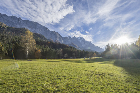 Germany, Garmisch-Partenkirchen, Grainau, Wetterstein mountains with Waxenstein in autumn - PVCF01305