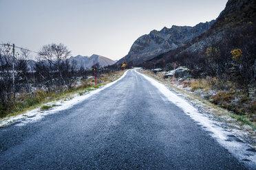 Norway, Lofoten Islands, empty country road - WVF01077