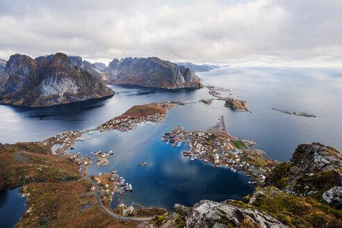Norway, Lofoten Islands, Reine, View from Reinebringen - WVF01088