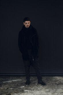 Portrait of man dressed in black - KNSF03788