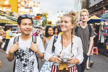 Thailand, Bangkok, Khao San Road, portrait of friends exploring the city - WPEF00202