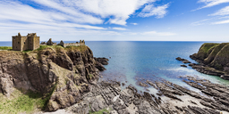 Scotland, Aberdeenshire, Ruins of Dunnotar Castle at the sea - WD04570