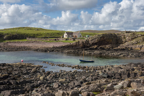 United Kingdom, Scotland, Assynt, Clachtoll, Bay Clachtoll, Crofter House, farmhouse and boat - LBF01888