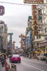 Thailand, Bangkok, traffic and people on the street - AFV00389