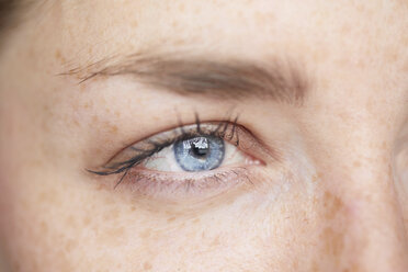 Woman's blue eye, close-up - PNEF00582