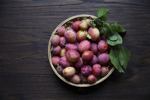 Directly above shot of peaches in basket on wooden table - MASF03153