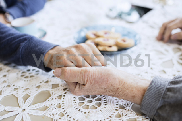 Cropped image of caretaker consoling man at dining table - MASF03700 - Maskot ./Westend61