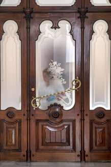 Spain, Gran Canaria, housekeeper behind frosted glass - FRF00647