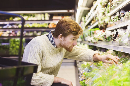 Young man shopping vegetables at supermarket - MASF04600