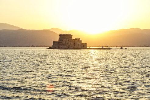 Greece, Peloponnese, Argolis, Nauplia, Argolic Gulf, View to Bourtzi Castle at sunset - MAMF00030