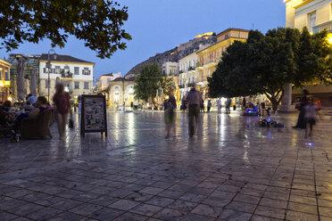 Greece, Peloponnese, Argolis, Nauplia, Syntagma square in the evening - MAM00033
