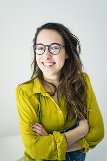 Portrait of smiling young woman wearing glasses - MOEF01025