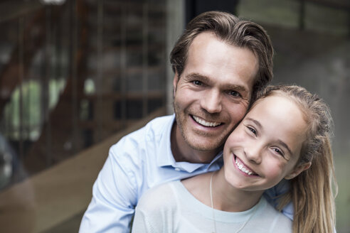 Portrait of happy father and daughter outdoors - MASF04701