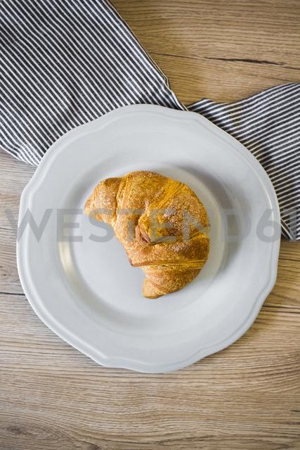 Italian cornetto on plate, serviette - GIOF03911